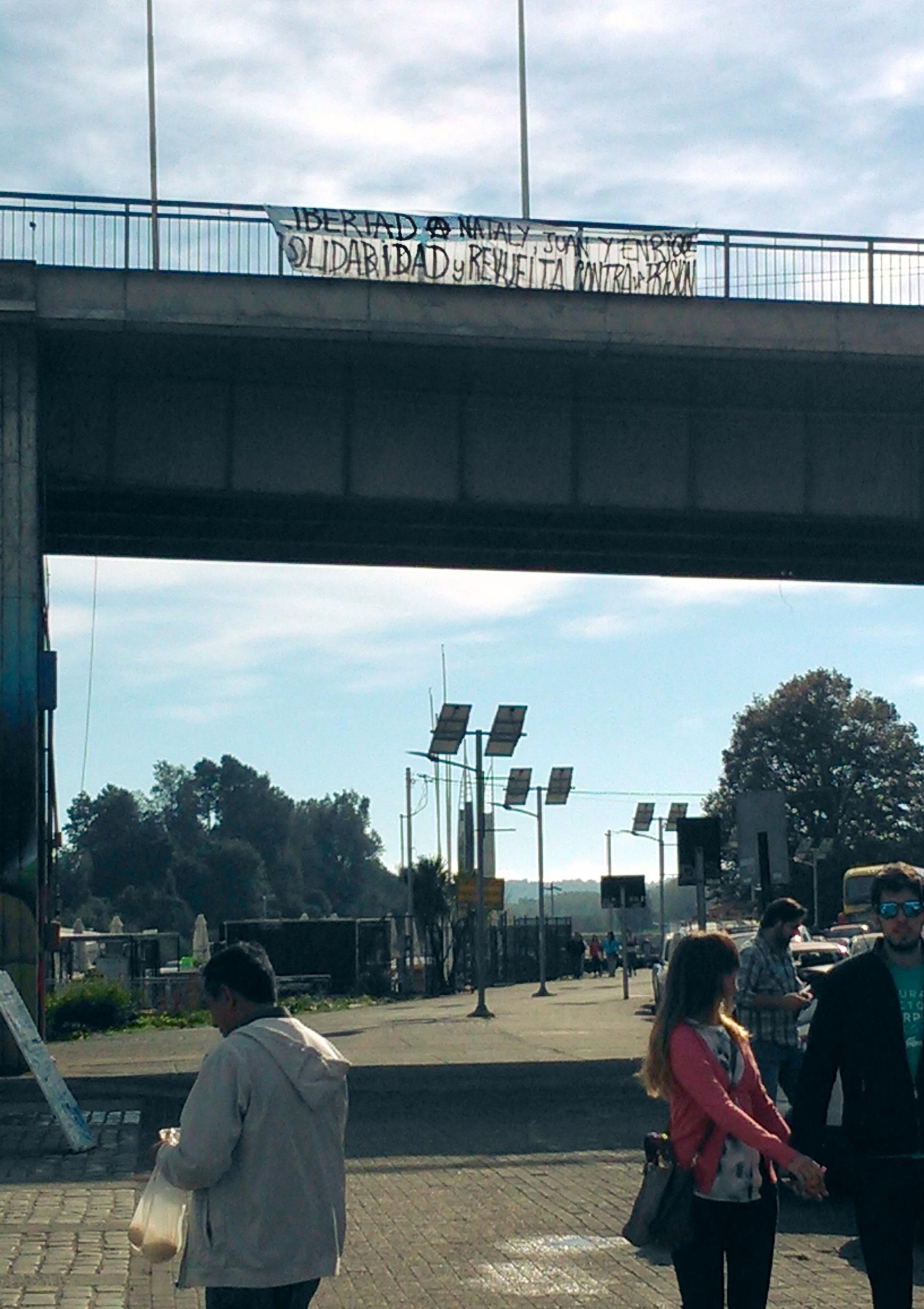 """Valdivia, Chile: Transparent """"Freiheit (A) Nataly, Juan und Enrique ..."""